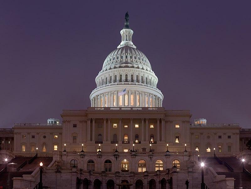 US Capitol Building at night Jan 2006.jpg