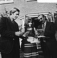 V.l.n.r. Jan Terlouw, Margriet Heymans en Henk Barnard met hun onderscheidingen, Bestanddeelnr 926-7871.jpg