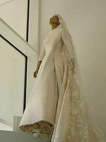 Suknia ślubna Wikicytaty