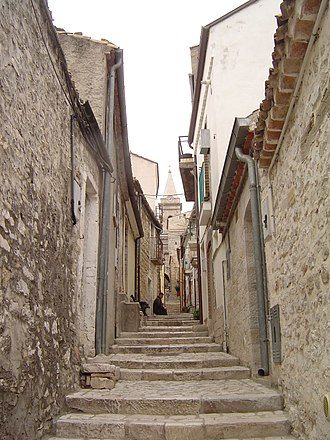 Guardialfiera - Via Carlo Romeo in the old section of Guardialfiera