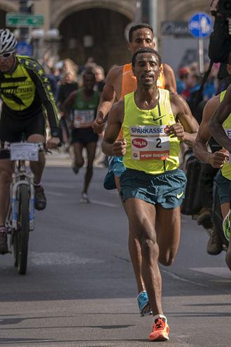 Sisay Lemma - Sisay Lemma during the Vienna City Marathon 2015 at km 10 (Opera)