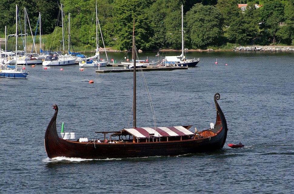 Viking ship in Stockholms strom