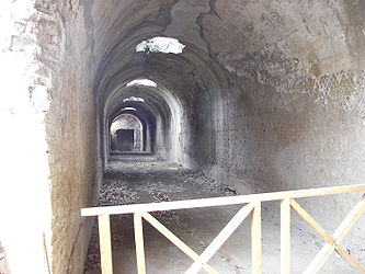Villa Adriana tunnel near Pretorio 2.jpg