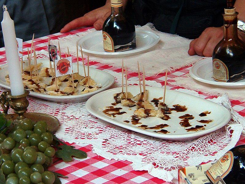 File:Vinegar and cheese.jpg