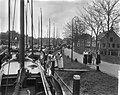 Vlaggetjesdag in Spakenburg t.g.v. het uitvaren van de palingvloot, Bestanddeelnr 910-3010.jpg