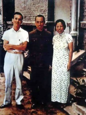 Zhou Enlai (middle) and his wife Deng Yingchao with American journalist Edgar Snow, approx. 1938.