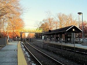 West Natick station facing east, January 2015.JPG