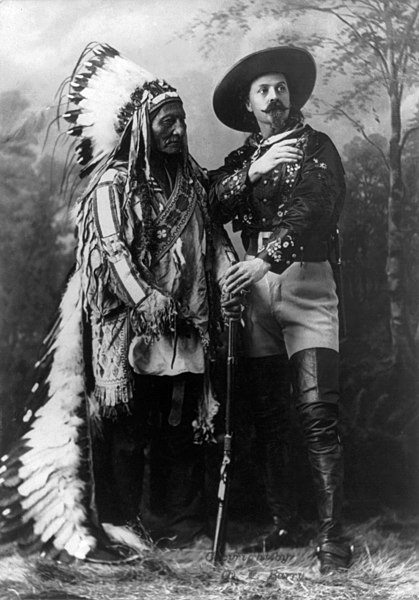 Ficheiro:William Notman studios - Sitting Bull and Buffalo Bill (1895) edit.jpg