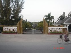Yadanabon Zoo Entrance.jpg