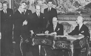László Bárdossy - Bárdossy, signing the Treaty of Eternal Friendship between Yugoslavia and Hungary in March 1941