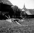 """""""Drevo"""", dile železne, v ozadju angleški plug, Sela 1949.jpg"""