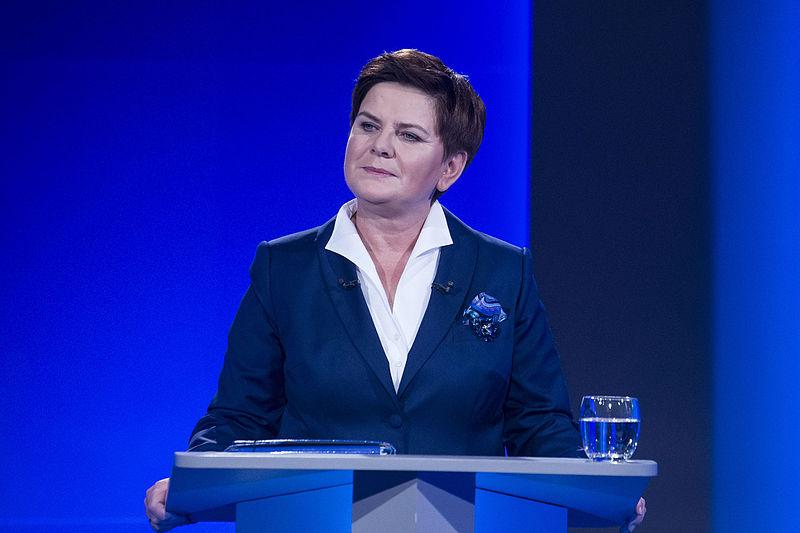 """File:""""Rozmowa o Polsce"""" - debata Premier Ewy Kopacz z Beatą Szydło, 19.10.2015 (22123407729).jpg"""