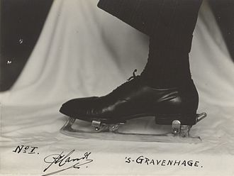 Clap skate - An early clap skate in 1936