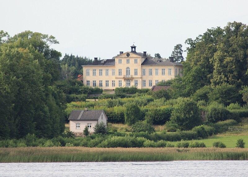 Östanå slott 15 augusti 2009.jpg