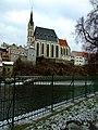 Český Krumlov, kostel svatého Víta, pohled z druhé strany Vltavy.jpg