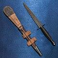Боевой нож британских коммандос Fairbairn—Sykes обратная сторона.jpg