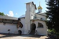 Никольский храм Псково-Печерского монастыря.JPG