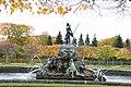 Пруд с фонтаном «Нептун», (Петергоф, центральная часть Верхнего сада).JPG