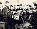 Рабочие Казанского авиационного завода № 22 на учёбе (1940-е гг.).jpg