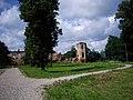 Руіны былога замка Сапегаў з фрагмэнтамі абарончых збудаваньняў.JPG