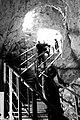 העליה מהמעין פיר חפור המכיל כ80 מדרגות.jpg
