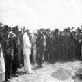 טקס הנחת אבן פינה לגזר 1924 נוכחים הרב קוק הרב יעקב מאיר הרברט סמואל דוד ילין-NKH-485770.png
