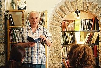 Yehuda Amichai - Image: עמיחי קורא בתמול