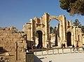 البوابة الجنوبية في مدينة جرش الأثرية.jpg