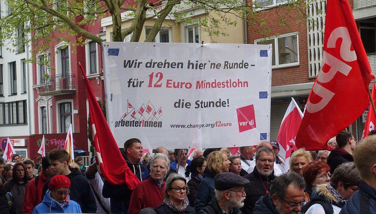 1. Mai 2019 in Hamburg Arbeiter fprdern 12 Euro Mindestlohn.JPG