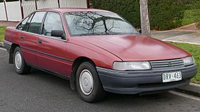 1989 Holden Commodore (VN) Executive sedan (2015-07-03) 01.jpg