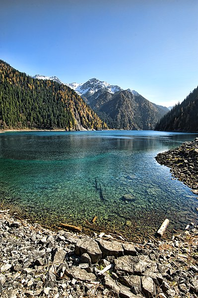 File:1 jiuzhaigou valley long lake chang hai 2011.jpg