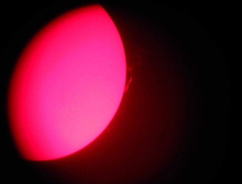 This file was uploaded  with Commonist.    Le Soleil vu à travers un PST Coronado. Des protubérances y sont clairement visibles.
