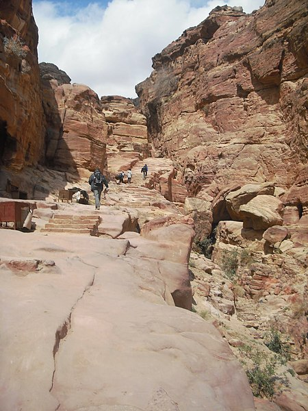 File:34 Petra High Place of Sacrifice Trail - On Our Way to the Monastery - 730 Steps - panoramio.jpg