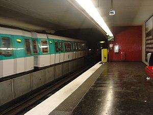 Aubervilliers – Pantin – Quatre Chemins (Paris Métro) - Image: 4chemins rame