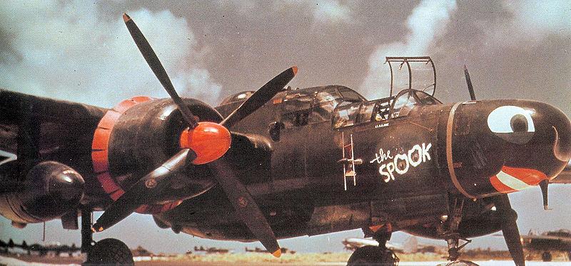 Northrop P-61B Black widow, Monogram, 1:48 800px-548th_Night_Fighter_Squadron_Northrop_P-61B-1-NO_Black_Widow_42-39403