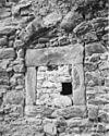 foto van Huis met lijstgevel. De zijgevels bevatten resten van een 13e-eeuwse woontoren, overblijfsels van de voormalige Refugie van Sint Gerlach.