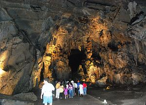 Grutas de Cacahuamilpa National Park - Passing through one of the salons of the caverns