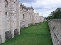 94 Château de Vincennes -enceinte et douves.jpg