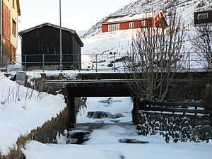 Sørvágur - One of the rivers in Sørvágur and one of the bridges