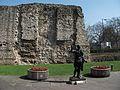 A fal fennmaradt része Tower Hill-nél. (2014).JPG