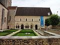 Abbatiale Saint-Benoit de Saint-Benoit, cloître.JPG