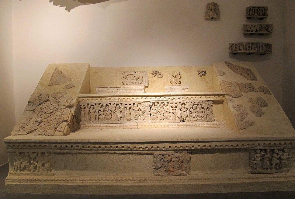 Afghanistan, scala per piattaf. di stupa, dal sito di hadda, monastero di chakhil-i-ghoundi, II-III sec