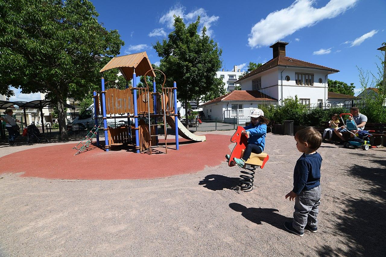 Enfants - Jeux - Parc - Strasbourg - Toboggan - SchoolMouv - Géographie - CM1