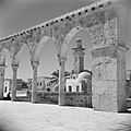 Al Haram esh-Sharif - Tempelberg. Een van de portalen van het platform van de Ro, Bestanddeelnr 255-5410.jpg