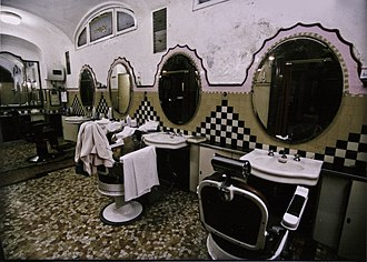 Albergo diurno Venezia - Inside - the barber's shop