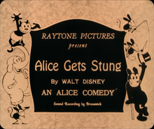 Description de l'image Alice Gets Stung title card.png.