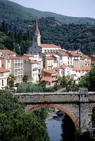 Amélie-les-Bains-Palalda - The Mondony river and the parish church of Our Lady of Life, in Amélie-les-Bains-Palalda
