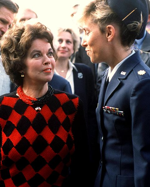 File:Ambassador to Czechoslovakia Shirley Temple 19901025 crop.jpg