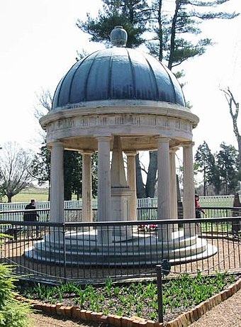 The tomb of Andrew and Rachel Jackson located at The Hermitage Andrew Jackson Tomb.jpg