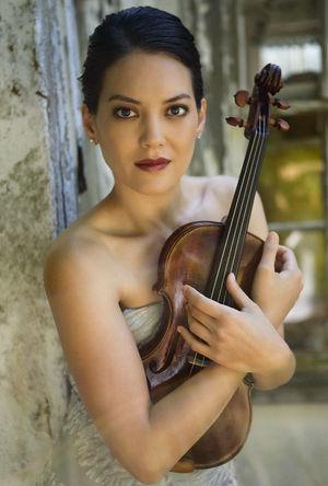 Anne Akiko Meyers holding violin